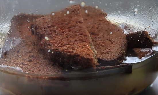 добавляем черные сухари