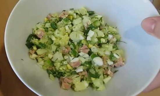 накладываем овощи в тарелку