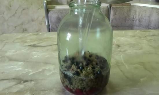 заливаем ягоды кипятком