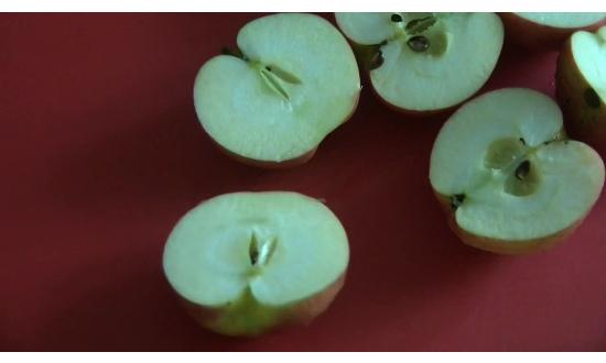яблоки режем пополам