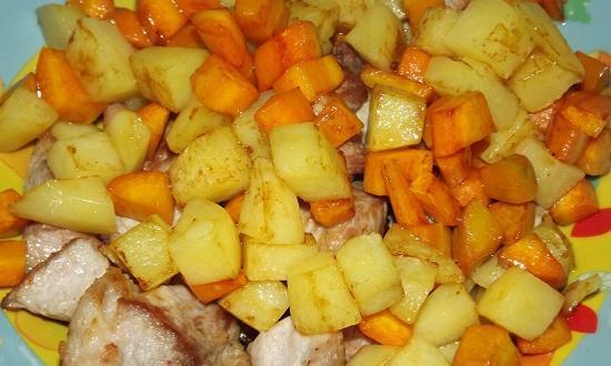 отправляем морковку к мясу