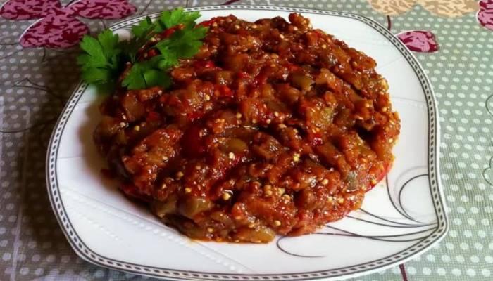 икра из баклажан с томатной пастой