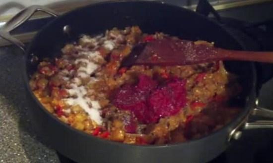 добавляем томат-пасту