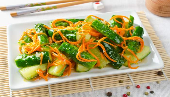 салат из моркови с огурцами по-корейски на зиму
