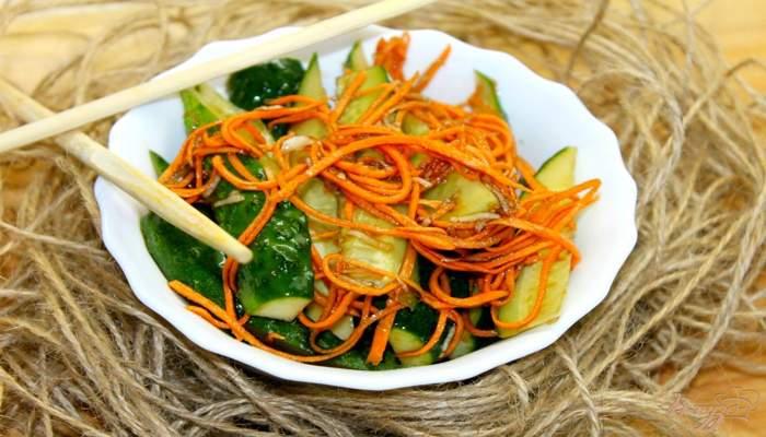 Самая вкусная морковь по-корейски с огурцами готова