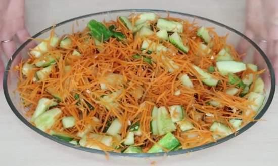 настаиваем салат до появления сока