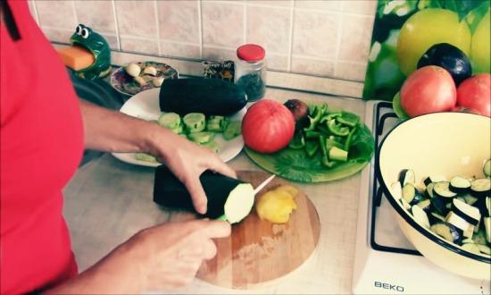 все овощи нарезаем крупно