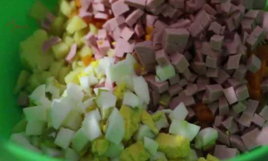 все нарезанные овощи складываем в миску