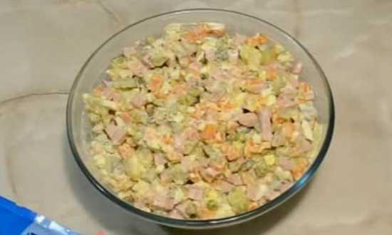 размешаем составляющие, салат готов