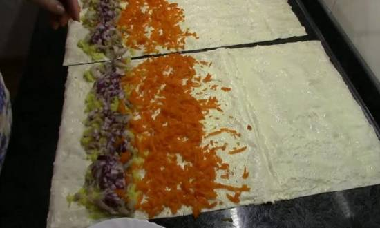 раскладываем морковь