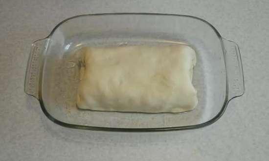 кладем мясо в посуду для запекания