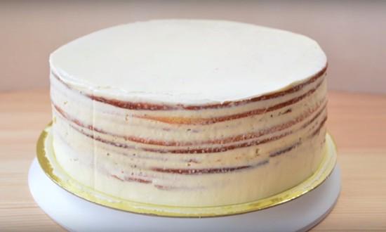 торт отправляем в холодильник твердеть