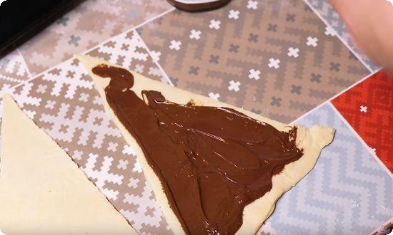 намазываем шоколадом