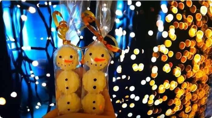 снеговички из конфет