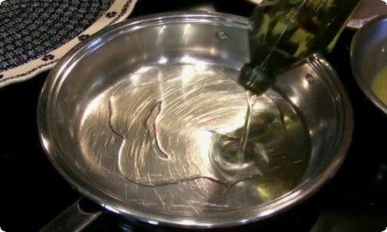 разогреваем сковороду с растительным маслом