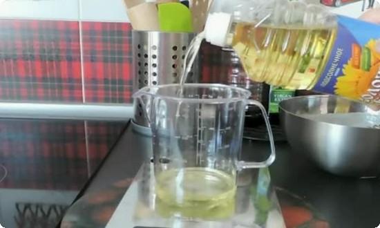 наливаем растительное масло