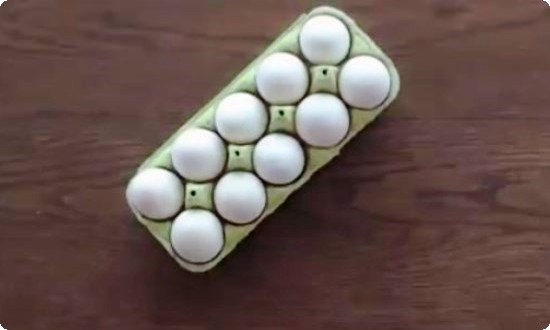 берем белые яйца