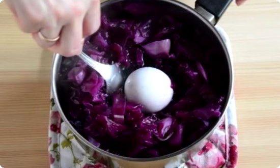 кладем яйца, варим