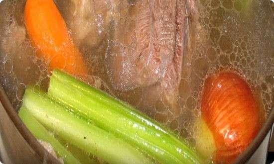 варим говядину с овощами