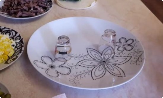 ставим в тарелку 2 стопки