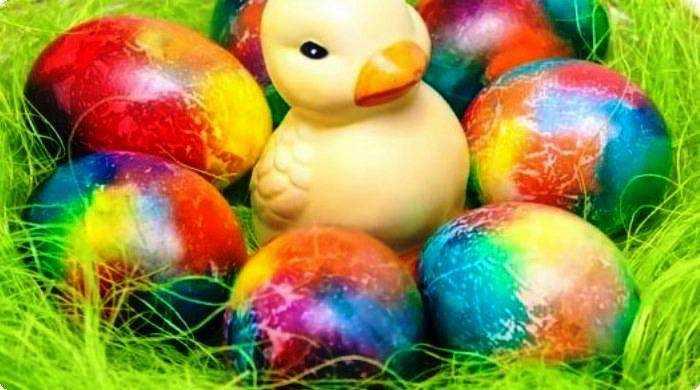 покраска яиц с хаотичными линиями