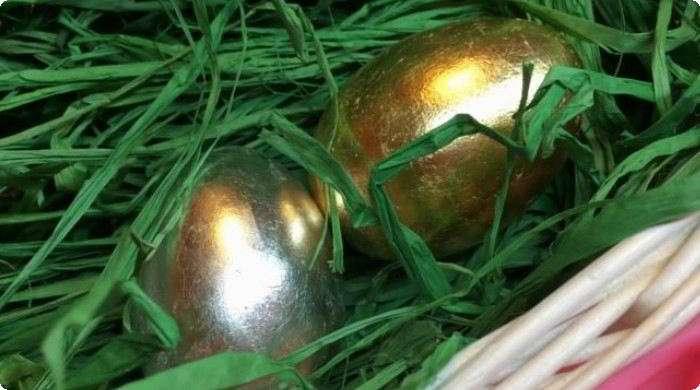 позолоченные яйца