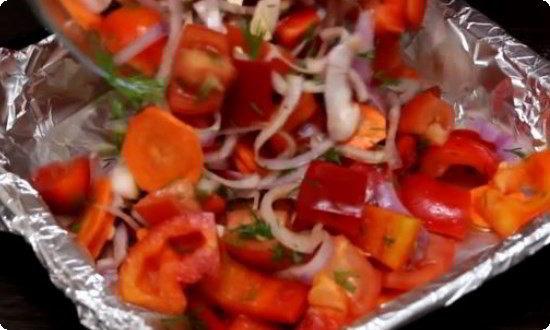 выкладываем овощи в посуду