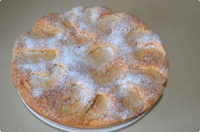 Готовый пирог достаем из формы