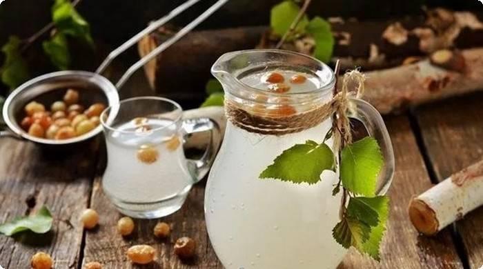 Квас из березового сока с изюмом