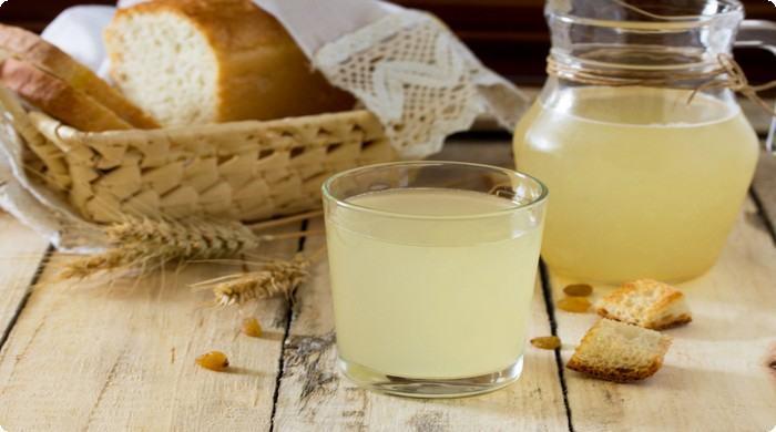 квас из березового сока с хлебом
