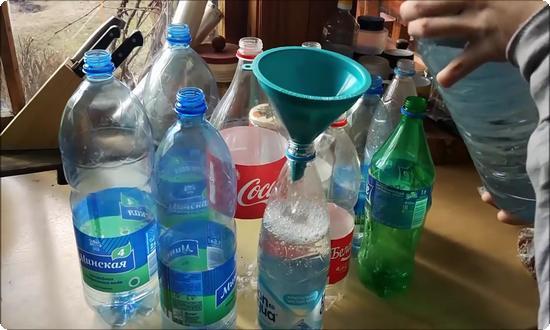 Свежий сок процедим сквозь марлю и разольём по бутылкам