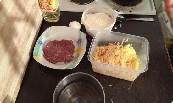 натрем картофель на терке