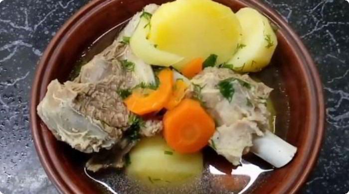Говяжья шурпа в кастрюле по узбекскому рецепту