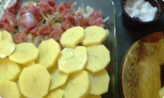 Картофель очистим и нарежем кружочками