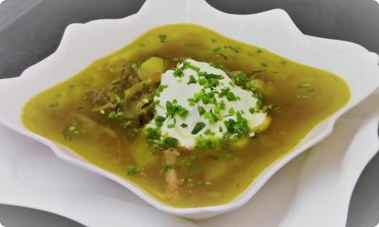 Готовый суп разливаем по тарелкам