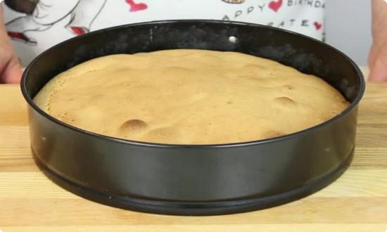 Достаем пирог из духовки