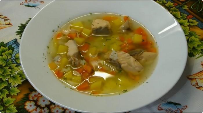 суп из красной рыбы с рисом