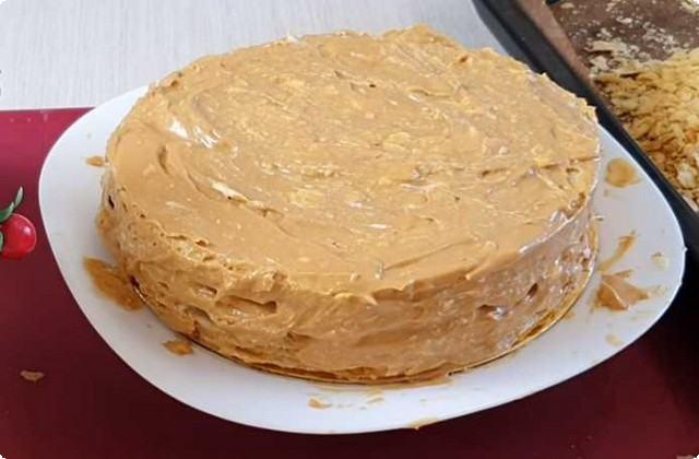 на специальной подставке собираем тортик