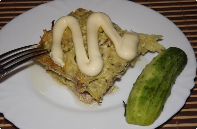 Подавать готовое блюдо можно со сметаной или майонезом