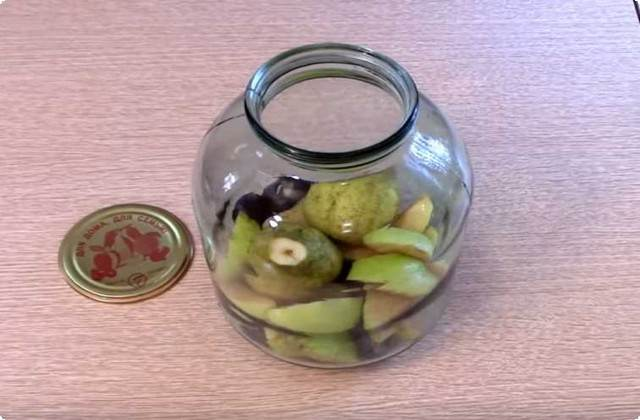 добавляем яблоки с грушами