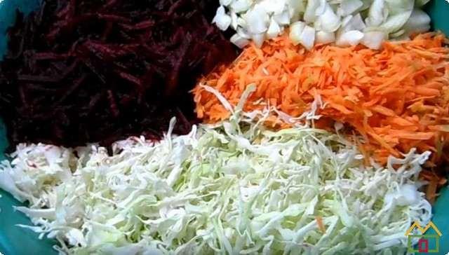 трем овощи на терке