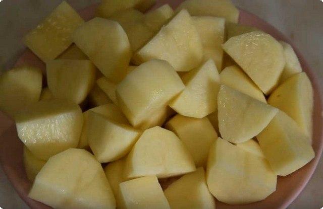 нарезаем картофель