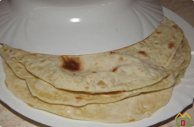 горячие лепешки стоит накрываем глубокой тарелкой