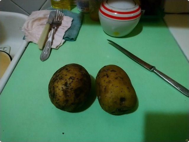 берем 2 картофелины