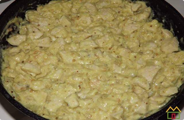 Сливочный соус быстро застываем на сковороде