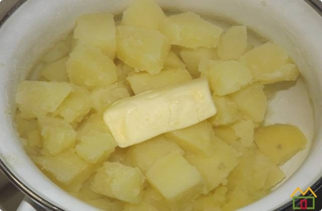 Картошку отвариваем в соленой воде