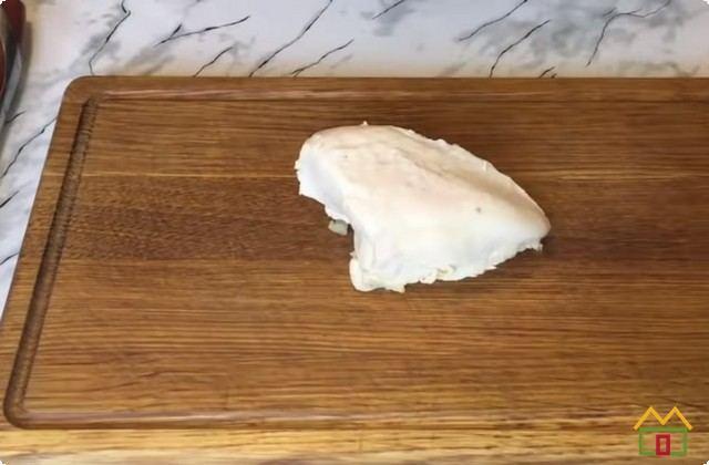 Отвариваем куриное филе