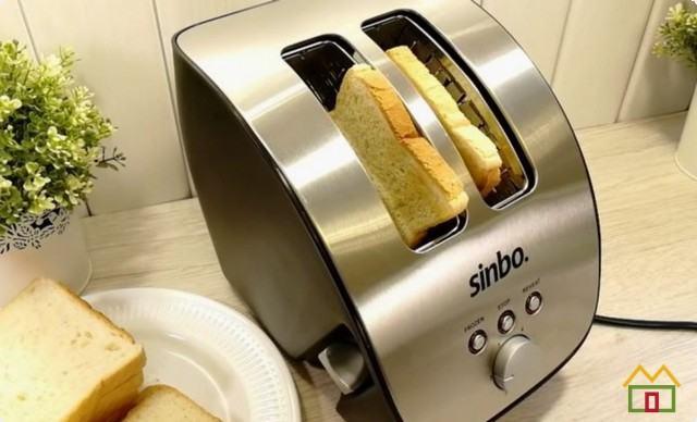 Хлеб поджариваем в тостере