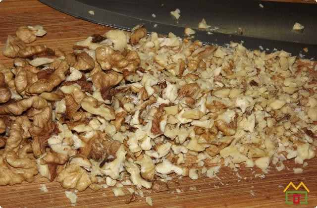 Орехи мелко рубим